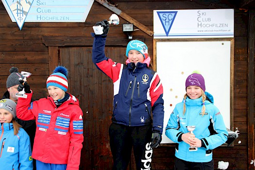 Fünf Alpin-Kinder am Podium