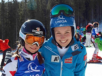 Simona Pöll mit ÖSV-Athletin Christina Scheyer